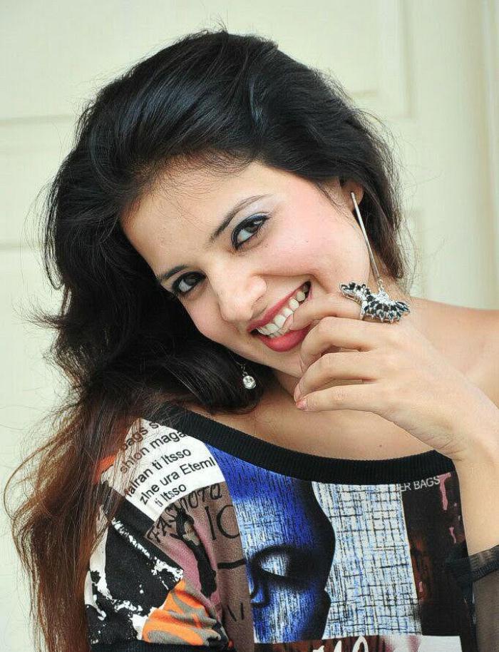 Saloni Aswani sexy pose for photo shoot