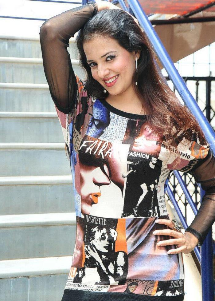 Saloni Aswani sexy exposing photo