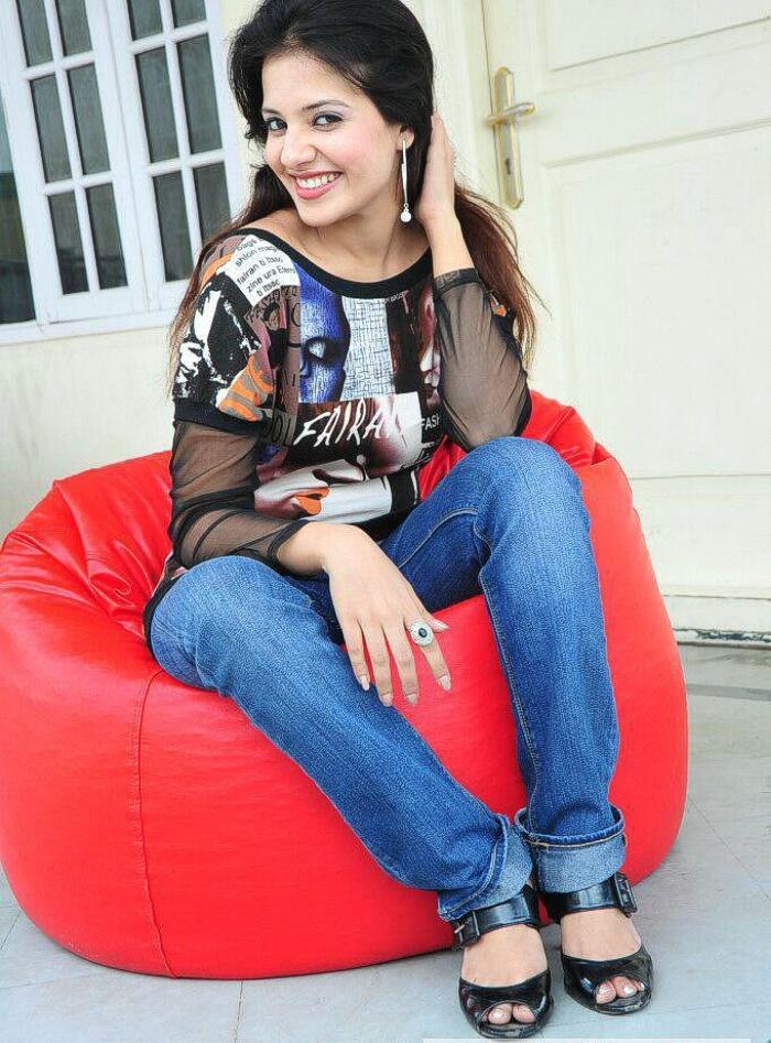 Saloni Aswani tight jeans glorious photo shoot