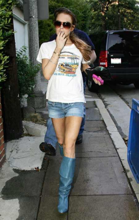 Lindsay Lohan mini dres photo