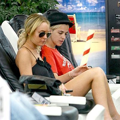 Lindsay Lohan and her dj girlfriend samantha ronson
