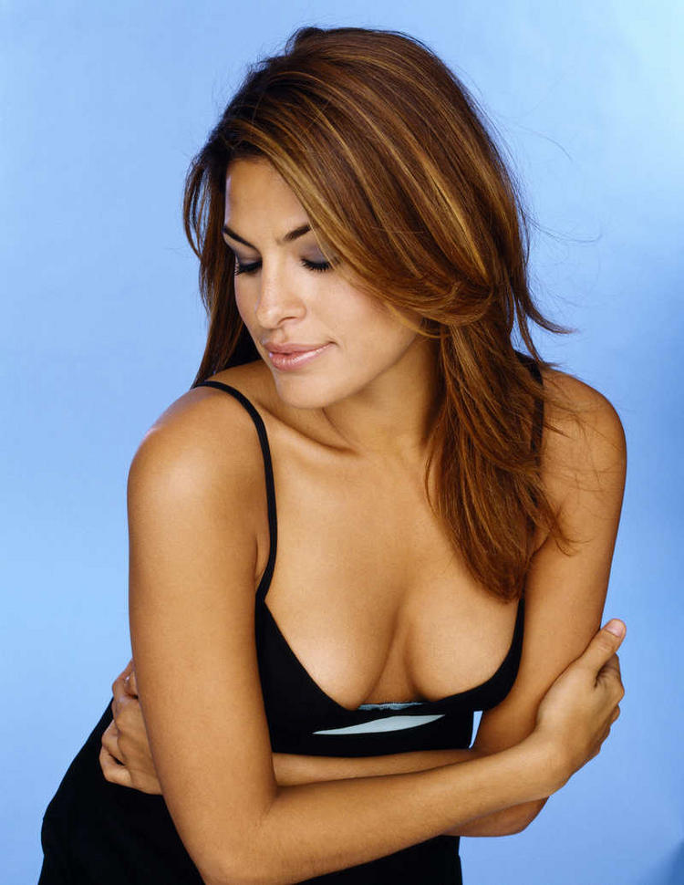Hot Eva Mendes deep cleavages pic
