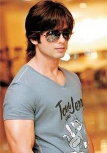 Shahid Kapoor hot look wearing goggles