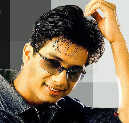 Sexiest boy Shahid Kapoor wallpaper