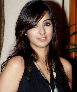 Cool Looking Sakshi Gulati images