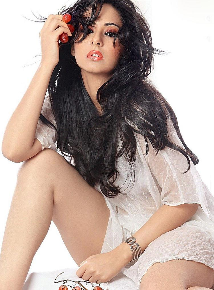 Sakshi Gulati hot  look wallpaper