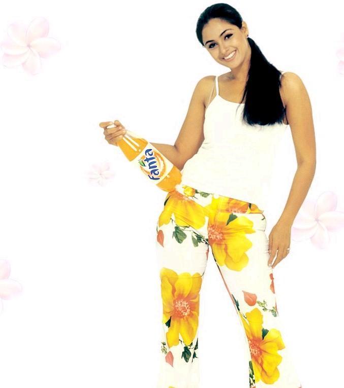 Actress Simran Fanta ad wallpaper