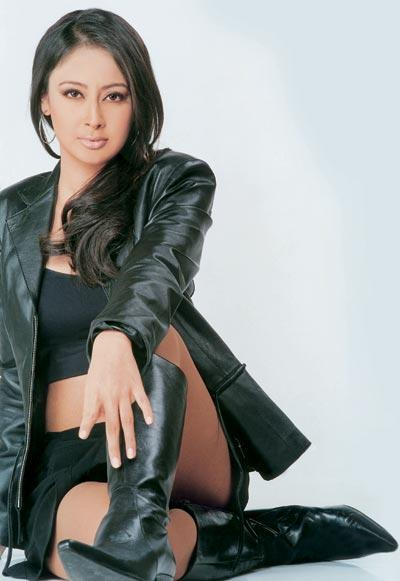 Preeti Jhangiani stylist pose wallpaper