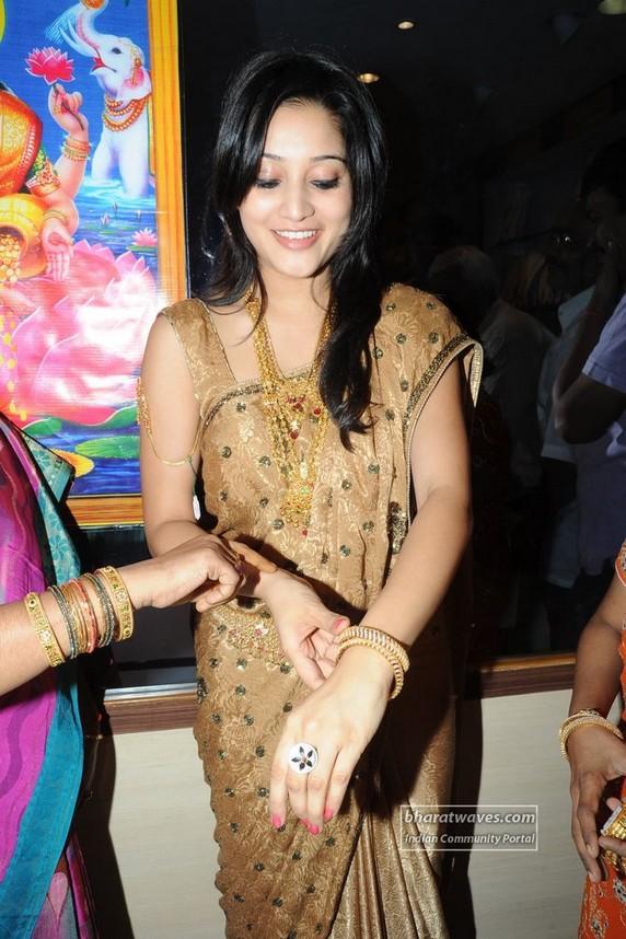 Ritu Barmecha cute smile pics