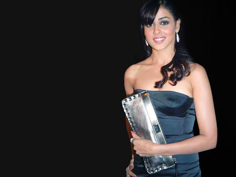 Genelia  D'souza sleeveless dress wallpaper