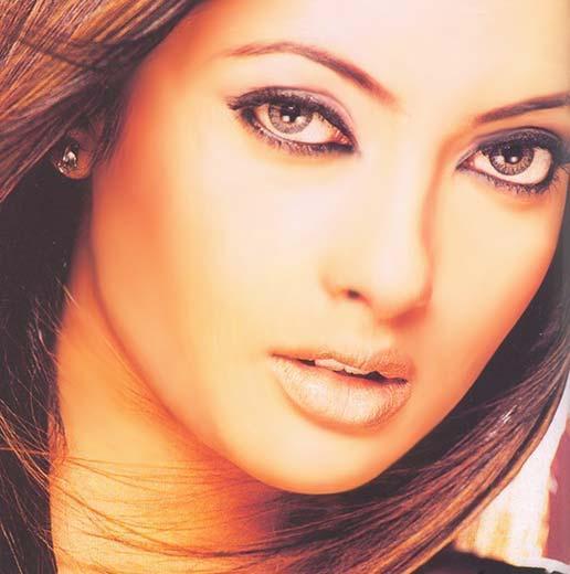 Riya Sen Spicy lips and eyes wallpaper