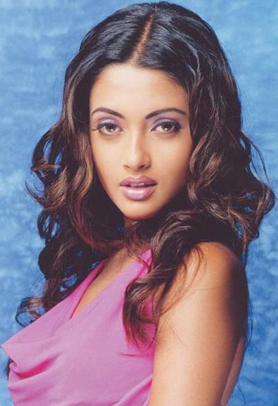 Riya Sen sexiest face wallpaper