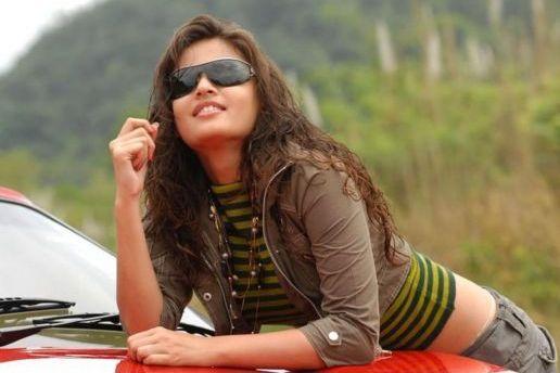 Sneha Ullal hair style modern photo