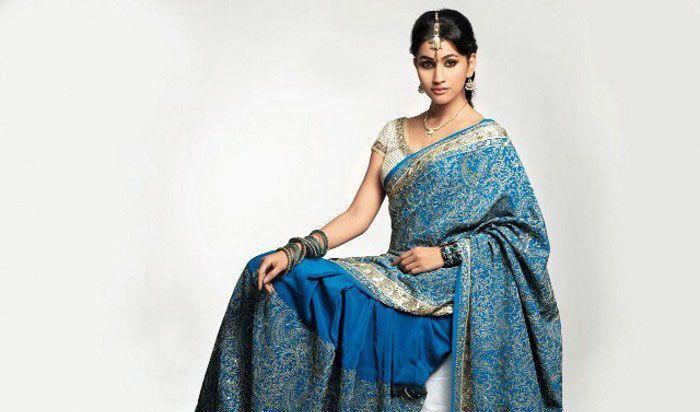 Hot Babe Anjali Lavania in saree