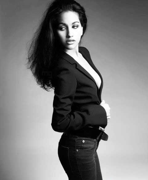 Anjali Lavania latest hot black and white wallpaper
