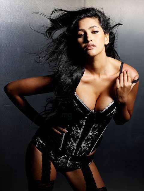Anjali Lavania latest hot boob show wallpaper