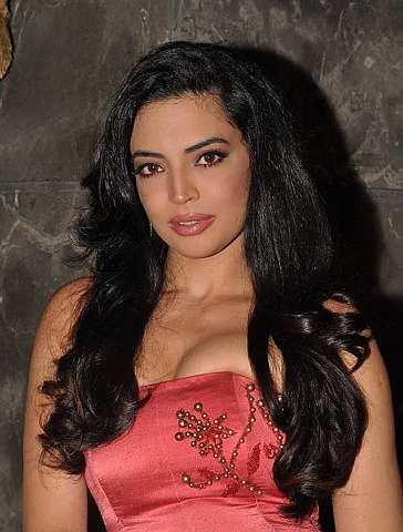 Shweta Bhardwaj open boobs sexy pics