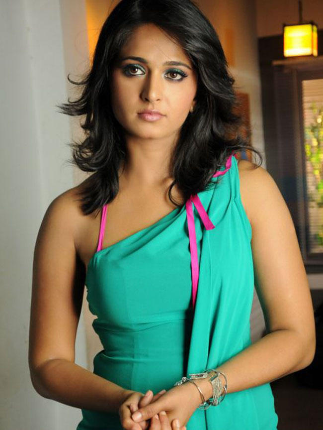 Anushka Shetty Latest glamour still