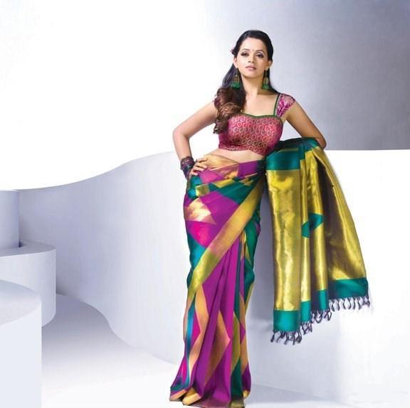 Bhavana gorgeous saree sexy pose