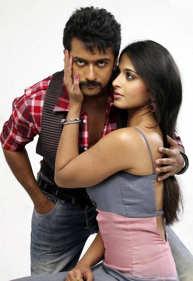 Yamudu movie sexy stills of Surya and Anushka