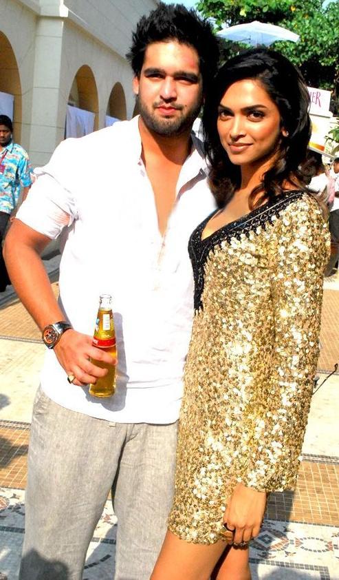 Deepika padukone and siddharth mallya poses to photo shoot