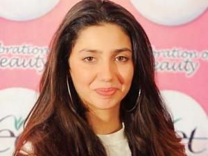 Mahira Khan cute lip sweet pics