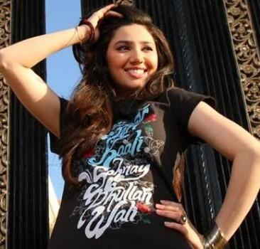 Black T-Shirt Suits Mahira Khan pic