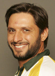 Shahid Afridi with sweet smile pic