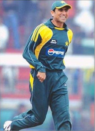 Younis Khan playing photo
