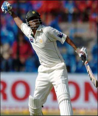 Batsman younis khan images