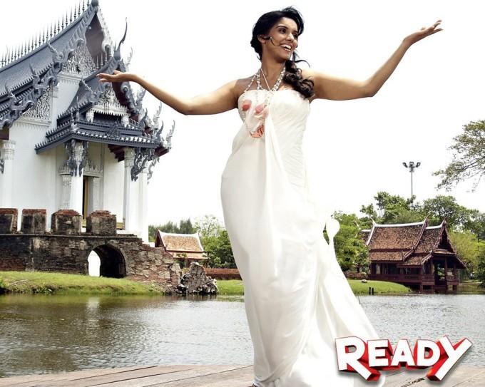 Ready hindi movie Asin hot photos