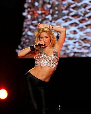 Shakira perform with sexy navel pose