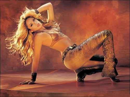 Shakira sexy figure exposing dance