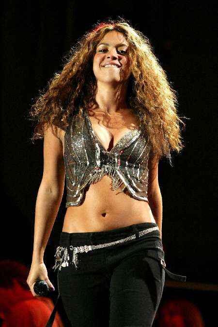 Shakira sexy hot navel exposing photo