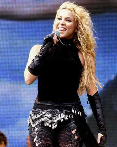 Shakira singing photo