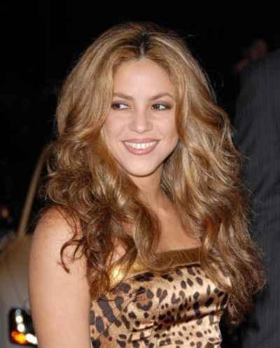 Shakira looking very gorgeous