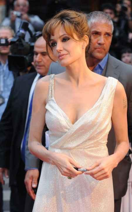 Angelina Jolie sexy dress gloriou photo