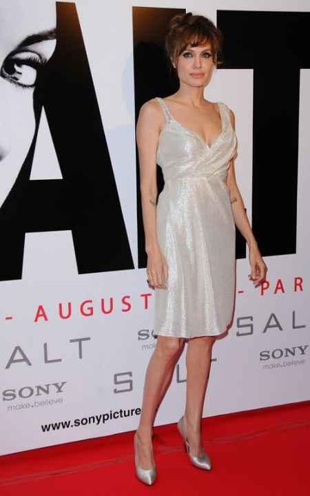 Angelina Jolie short skirt pic on red carpet