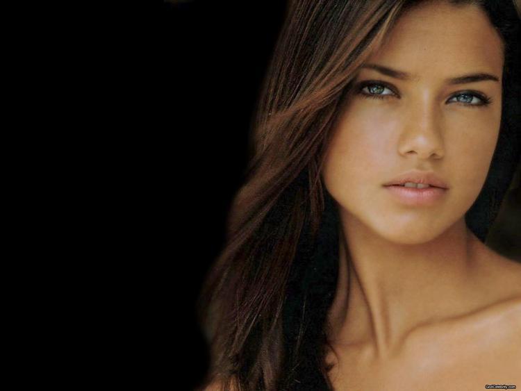 Adriana Lima hot face look