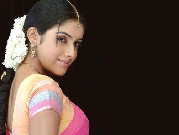 Asin Thottumkal beautiful look in saree