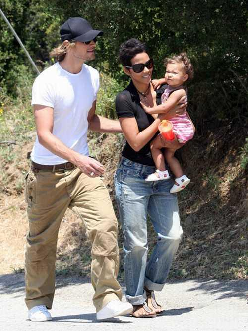 Halle Berry with kid