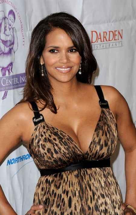 Halle Berry looking very gorgeous in this dress