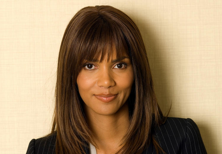 Halle Berry hiar style sweet smile pic