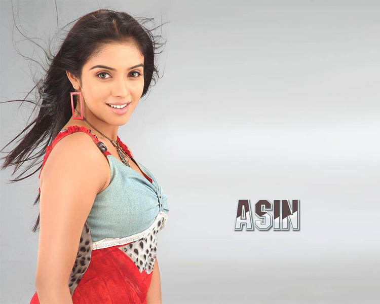 Asin with sweet smile wallpaper
