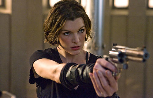 Resident evil  milla jovovich gun still
