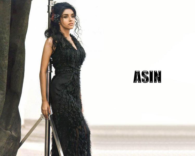 Asin Thottumkal tight black color dress wallpaper