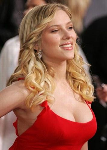 Scarlett Johansson cute face look