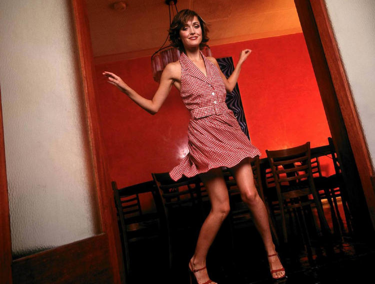 Rose byrne hot danceing picture