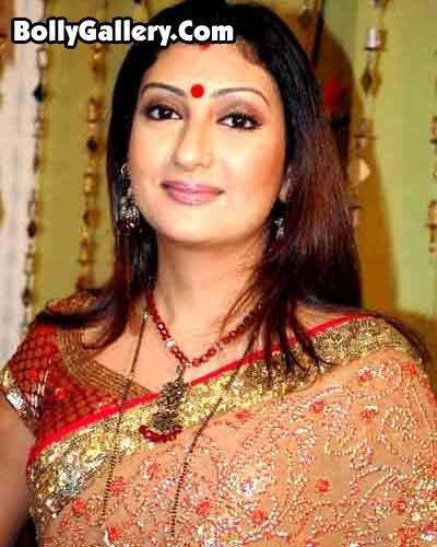 Juhi parmar beautiful look in saree