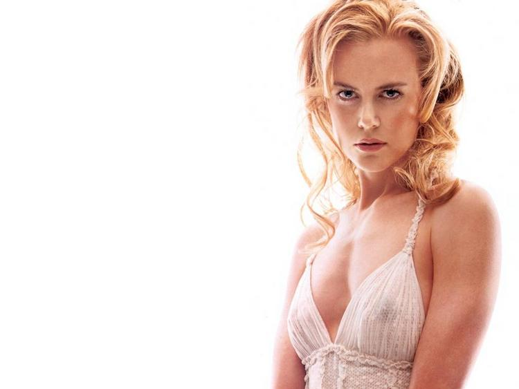 Nicole Kidman hot face look with bikini dress